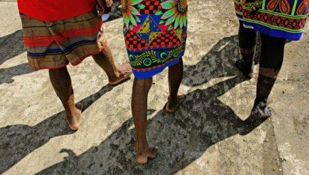 En los resguardos del Pueblo Embera Eyábida en Murindó, Antioquia Grupos armados desplazan comunidades indígenas - indio_desplazado