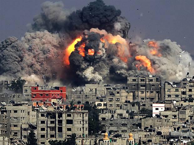 Una mortaja de fuego sobre el cadáver de Gaza - Bombardeos-sionistas-sobre-GAZA.
