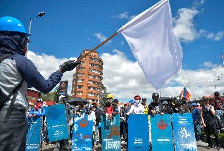 Opinión: Elogio al casco, en el paro nacional - kasko_paz_