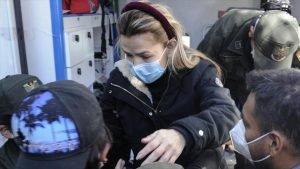 Jeanine Áñez, expresidenta de facto de Bolivia, escoltada por las fuerzas de seguridad. - 01563941_xl-300x169